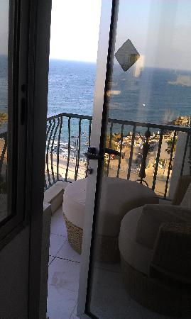 Riviera Hotel Beirut: Balcony with chair