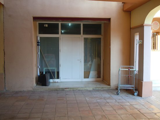 Apartamentos Valencia Portsaplaya: More run down areas