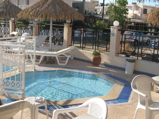 Zouboulia Apartments: pool area