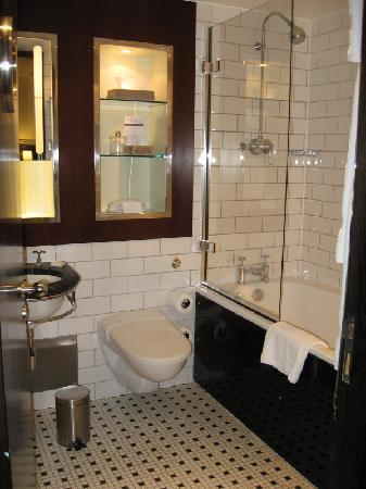 Andaz London Liverpool Street : A Tub Long Enough to Drown in