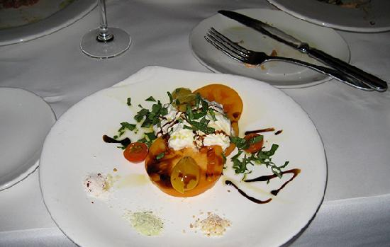 River Street Inn: Yummy tomato salad at Moody's! Short walk!