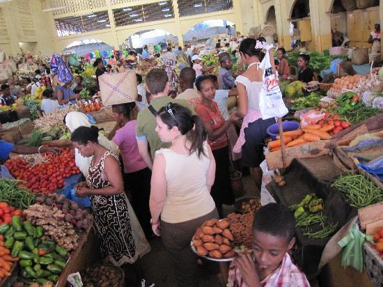 Andilana Beach Resort: mercato ad hell ville