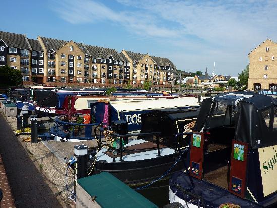 Holiday Inn Express Hemel Hempstead: Apsley Lock Narrowboats around the corner from  hotel