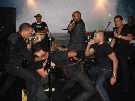 La Bomba : Durante il concerto