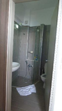 Astron Hotel: The shower we were talking about