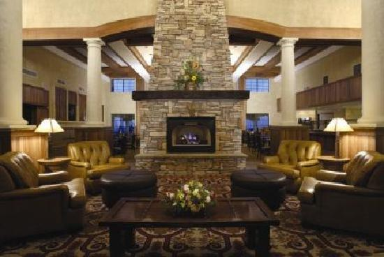 MCM Elegante Lodge & Suites: Lobby fireplace at the Lodge