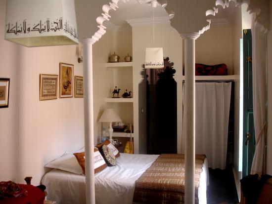 Riad Nakhil: room