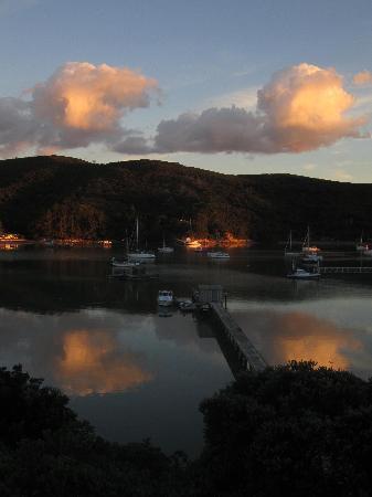Kawau Lodge: Sunset in the bay