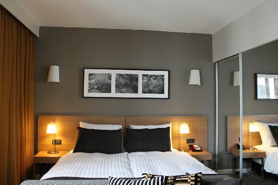grosses doppelbett bild von adina apartment hotel hamburg michel hamburg tripadvisor. Black Bedroom Furniture Sets. Home Design Ideas