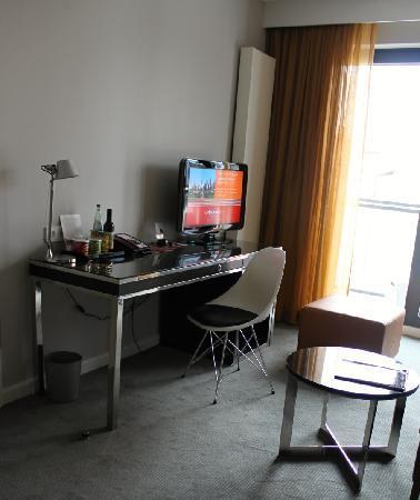 Grosses doppelbett bild von adina apartment hotel for Appart hotel hambourg