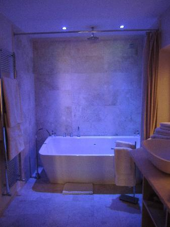 The Suite Nerazzini - cool bathroom lighting - Picture of Palazzo ...