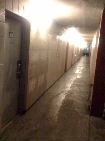 Heritage Inn: Scary Hallway