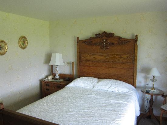 Rose Farm Inn: Room