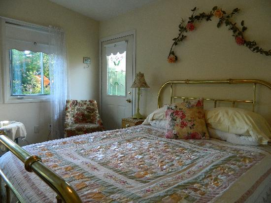 Coastal Trail Bed and Breakfast: Garden Room