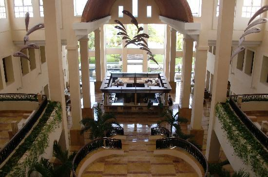 Excellence Playa Mujeres: lobby/martini bar