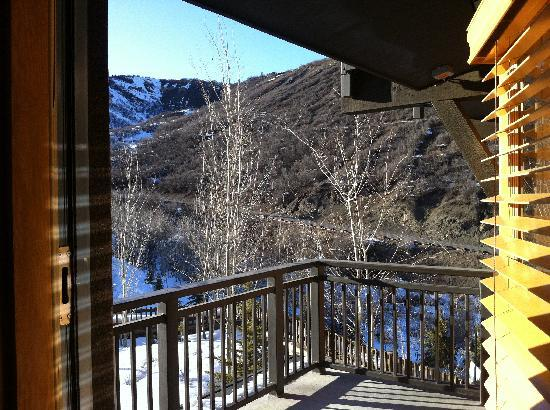 Capitol Peak Lodge: large balcony area.