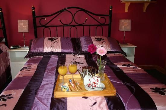 Dunguaire House : Luxury ensuite bedroom
