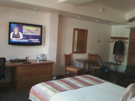 Camel's Garden Hotel & Condominiums: Room 220