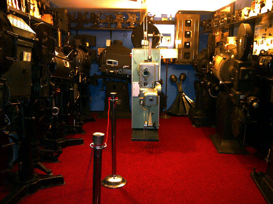 Kinmount, Canada : An impressive collection of historic projectors