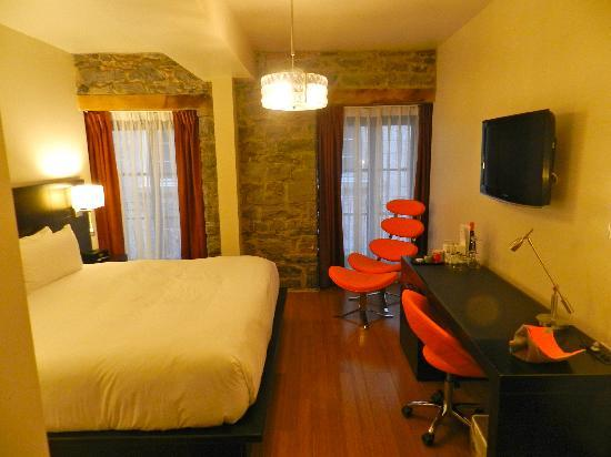 Le Petit Hotel: room 205