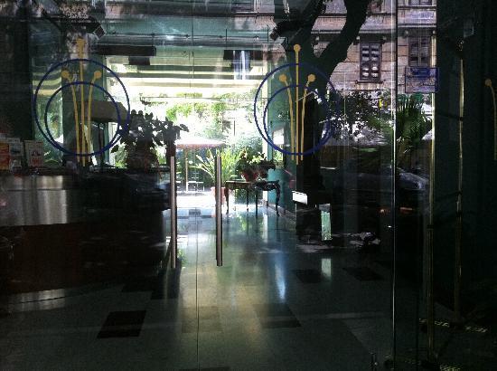Ateneo Garden Palace Hotel: Front Lobby Entrance