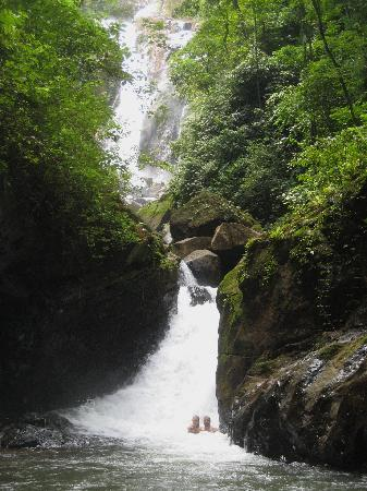 Costa Rica Waterfall Tours: At Agua Viva Falls