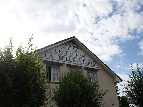 La Belle Etoile : Try to spot this from the main road.