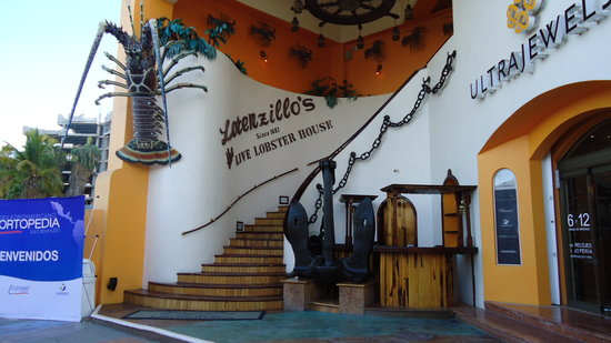 Lorenzillo's Restaurant Cabo San Lucas: Entrance to the restaurant