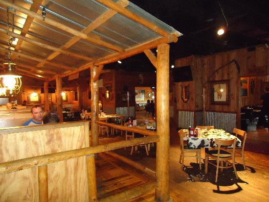 Reno's Roadhouse: setting inside