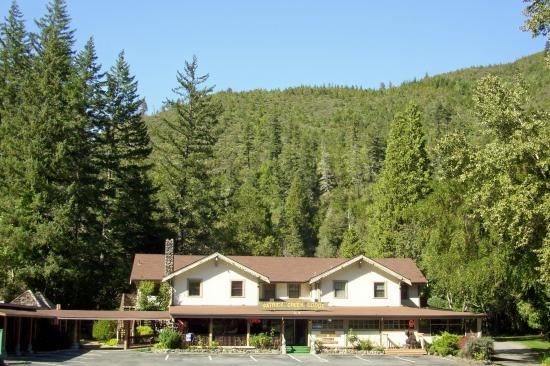 Patrick Creek Lodge and Historical Inn: A place in the forest