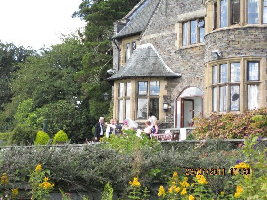 Cragwood Country House Hotel: looking back towards the terrace from the outside wedding spot