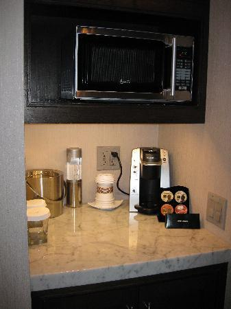 The Pearl Hotel: kitchenette