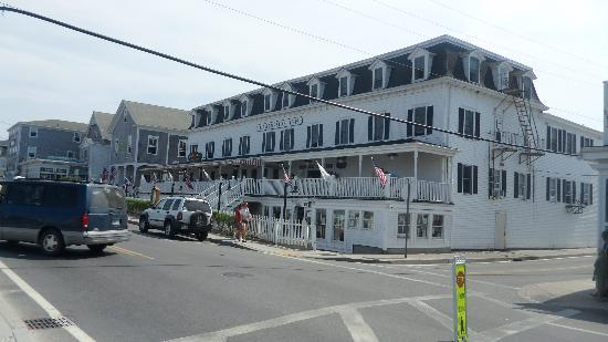 The Harborside Inn: Location is right across the street from ferry