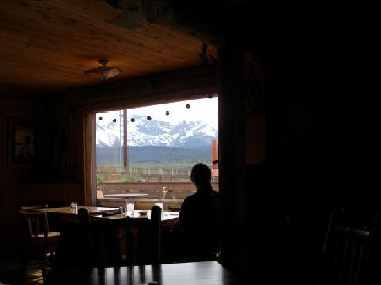Sawtooth Hotel: Our table right by the picture window. Spectacular setting.