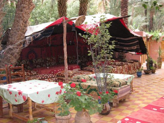 Hotel Anissa: The back patio and tent