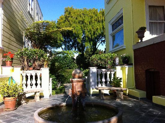 Parker Guest House : Elegant gardens