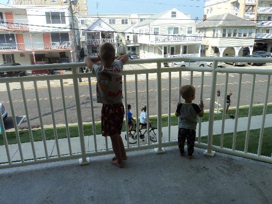 นอร์ทไวลด์วูด, นิวเจอร์ซีย์: View of 1st floor oceanview balcony
