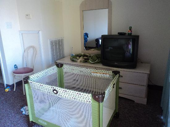 Montego Bay : TV and dresser in living area