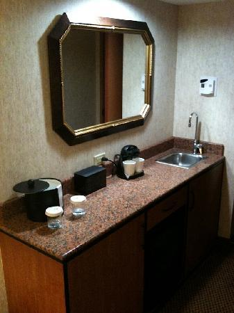 Embassy Suites by Hilton Anaheim - South: Kitchenette