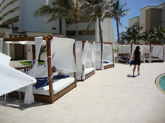 Grand Park Royal Cancun Caribe: Poolside beds! & Poolside beds!! - Picture of Grand Park Royal Cancun Caribe Cancun ...