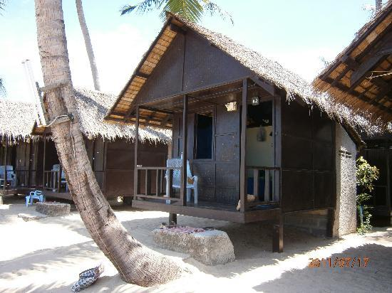 New Hut Bungalows: 2A on the beach