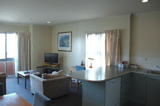 Quest Auckland Serviced Apartments: Living area