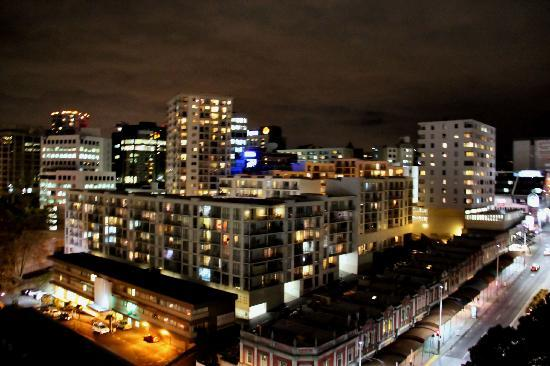 Quest Auckland Serviced Apartments: Night scene from balcony