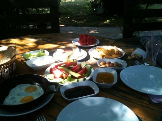 Istanbul Restaurant: our breakfast