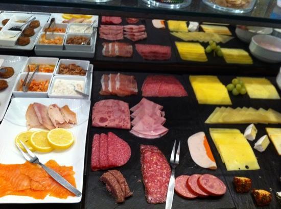 Am Volksgarten Hotel: continental breakfast