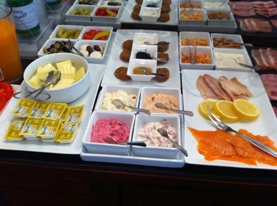 Am Volksgarten Hotel: breakfast