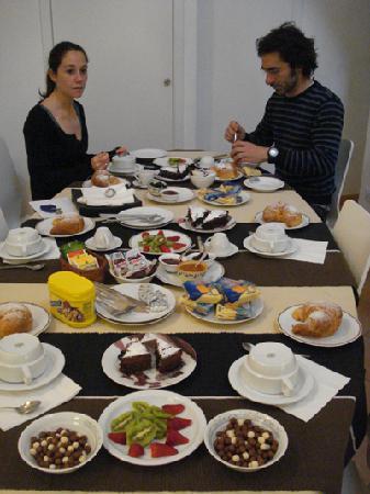 B&B e Casa Vacanze Il Vicinato: ricche colazioni con prodotti tipici