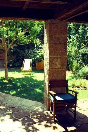 Assos Alarga, Bed and Breakfast: Small but restful courtyard