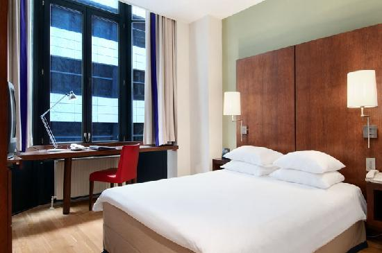 Hilton Brussels City : Hilton Queen Guestroom