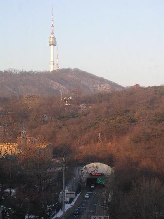 The Shilla Seoul: 部屋からの眺め。ソウルタワーが見えます。